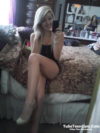 I'll send nudes to any guy who'll be fun for me, hey guys HMU on kik @ kellyvalera
